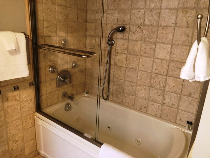 Bunkbed  Bath Tub and Shower