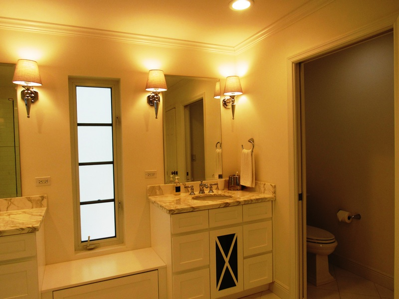 Master Vanity and Toilet Room
