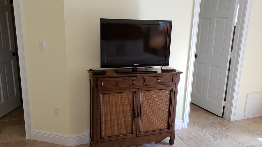 King Suite Television